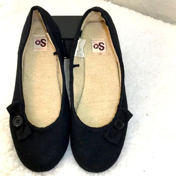 SO Black Flats, Size 9M